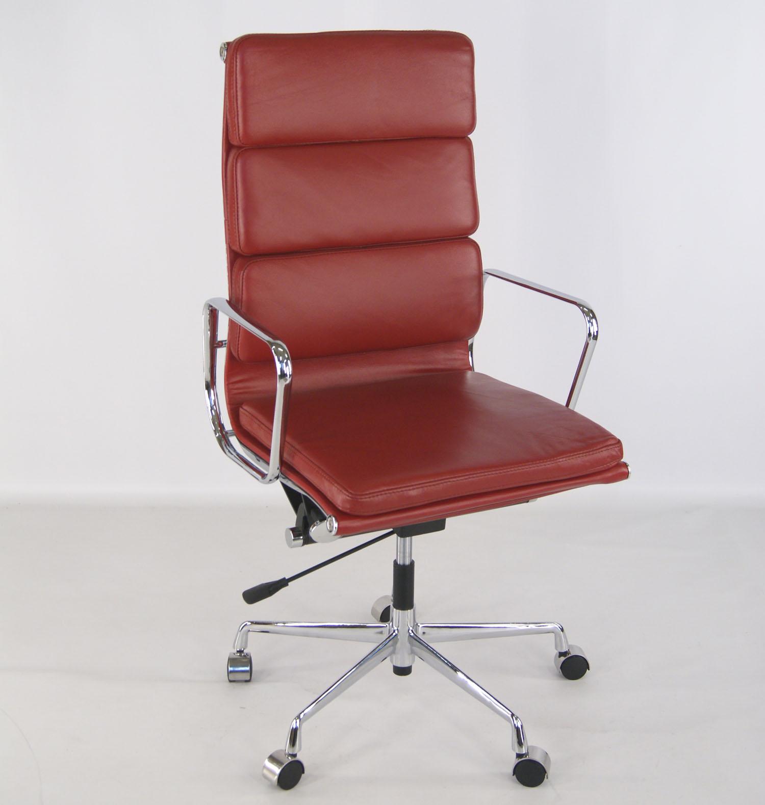 La chaise eames famous design for La chaise design